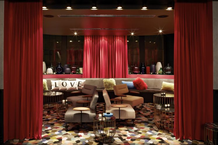 Top 10 Hottest Hotel Bars | Smith Hotel Awards 2015 | Gilt Lounge at QT Sydney, Australia