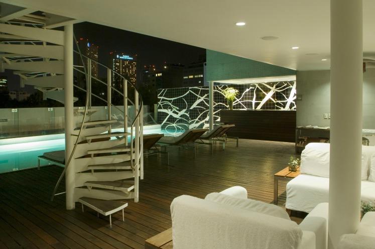 Hotel Habita rooftop pool